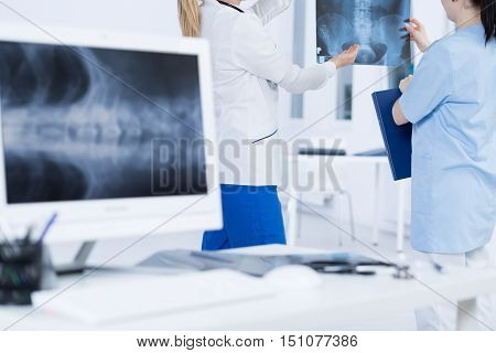 Consulting A Questionable Case With Senior Doctor