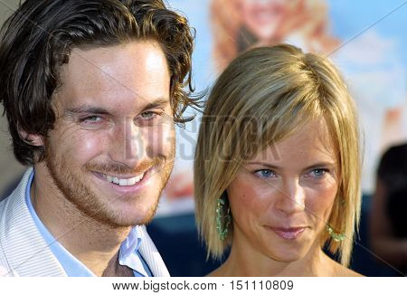 Oliver Hudson and Erinn Bartlett at the Los Angeles premiere of 'Raising Helen' held at the El Capitan Theatre in Hollywood, USA on May 26, 2004.