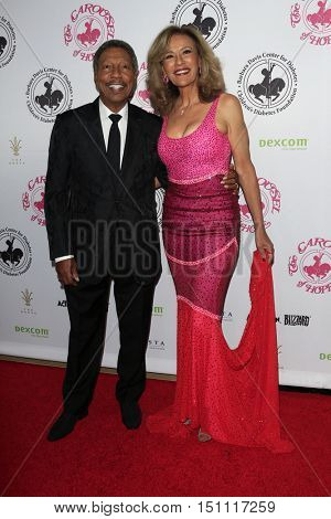 LOS ANGELES - OCT 8:  Billy Davis, Jr., Marilyn McCoo at the 2016 Carousel Of Hope Ball at the Beverly Hilton Hotel on October 8, 2016 in Beverly Hills, CA