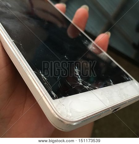 Smart phone screens cracking. Damage It can not work.