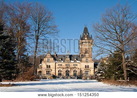 the hunting lodge Hummelshain in the winter