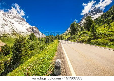 Mountain Road To Albula Pass - Swiss Mountain Pass In The Canton Of Graubunden. Switzerland.