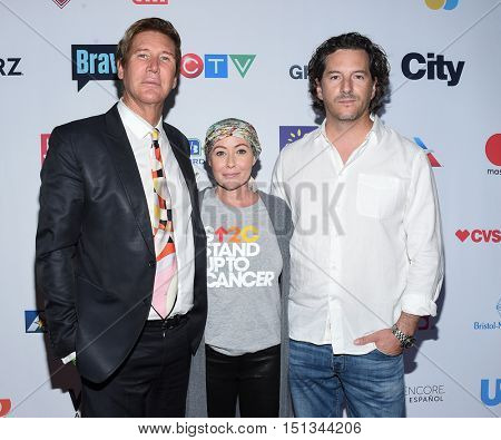 LOS ANGELES - SEP 09:  Dr, Lawrence Piro, Shannen Doherty and Kurt Iswarienko arrives to the Stand Up To Cancer 2016 on September 09, 2016 in Hollywood, CA
