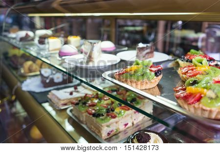 Showcase Pastry Cafe, Shop.