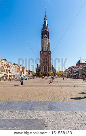 Delft, Netherlands - April 4, 2008: Tourists Walk In Front Of Nieuwe Kerk