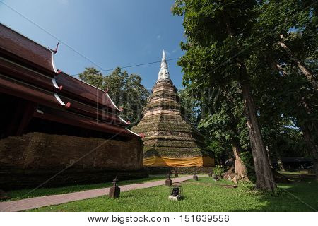 Phra That Chedi Luang is the tallest religious structure in Chiang Raiwhich located in Chiang saen distric.The stupa was erected in circa 1290 by King Saen Phu the 3rd king of the Lanna kingdom.