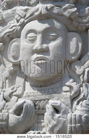 Maya-statue