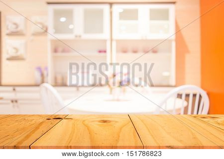 Defocused Of  Dinning Room Colonial Style ( Blur  Dinning Room For Background )