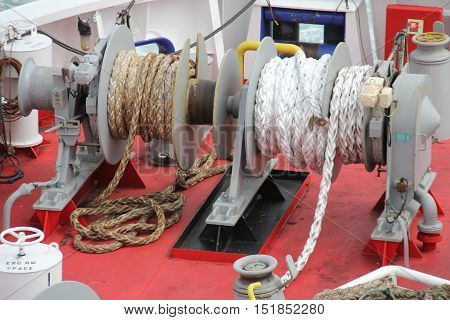 Look at the ropes to moor a ship