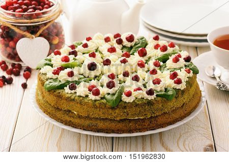 Spinach tort with cream and cranberries .