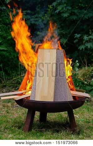 a burning Laminate panels in open fire on a grill place
