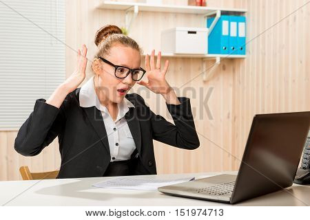 Emotional Upset Accountant Discovered The Blunder In The Program On The Computer