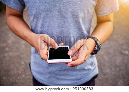 People Are Using A Mobile Phone To Buy A Product. And Contact Friends Online.people Use Mobile Phone