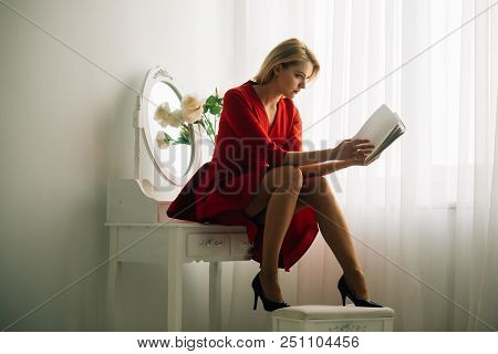 Business Education. Business Education Of Elegant Woman Read Book. Business Education Course. Busine