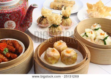 Dimsum selection in bamboo steam containers