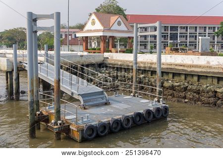 Samut Prakan, Thailand - March 24, 2018 : Small Pier For Small Boats At Tha Sue Son Leb Pier In Roya