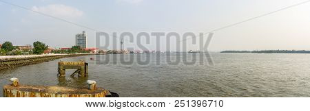 Samut Prakan, Thailand - March 24, 2018 : View Of Chao Phraya River In Front Of Tha Sue Son Leb Pier