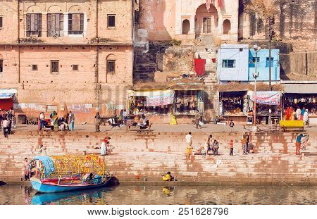 Madhya Pradesh, India - Dec 27: Riverside Of Indian City With Crowd Of Busy People, Riverboats And M