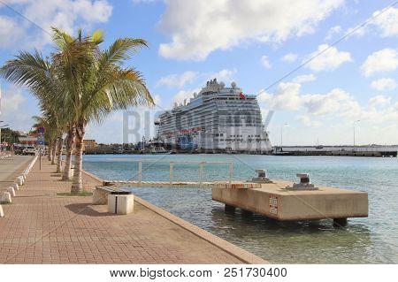 Kralendijk, Bonaire:  12/16/17:  Royal Princess Cruise Ship Docked In Bonaire