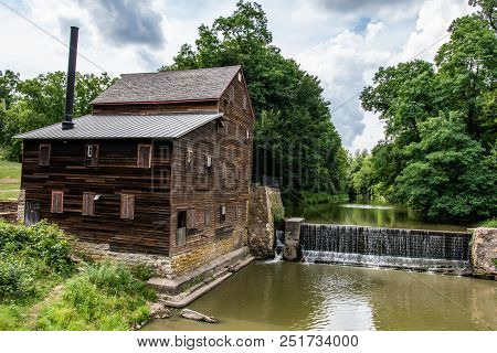 Muscatine County, Iowa/usa- July 18, 2018: Historic Pine Creek Gristmill Build In 1848 Is On The Nat