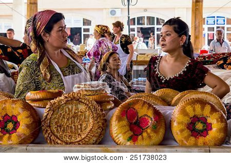 Samarkand, Uzbekistan - September 20, 2013: National Festal Uzbek Bread Sold In The Market - Samarka