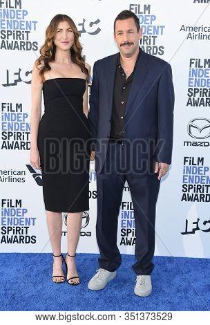 LOS ANGELES - JAN 06:  Adam Sandler and Jackie Sandler arrives for the Film Independent Spirit Awards 2020 on February 08, 2020 in Santa Monica, CA