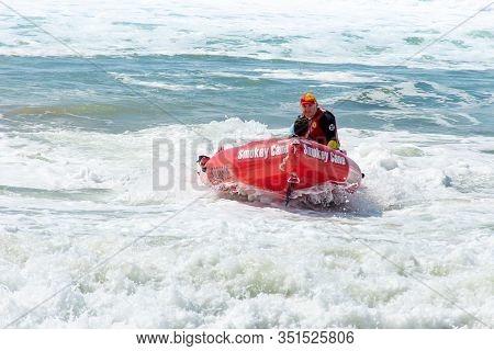 Cronulla, Australia 2020-02-15 Surf Rescue Life Savers Training In Progress. Surf Rescue Boat Floati
