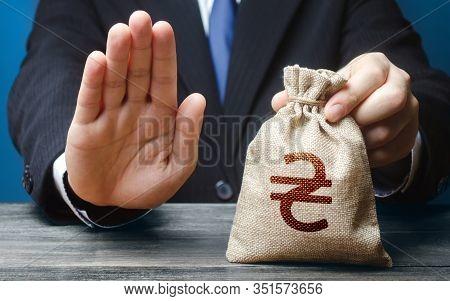 Businessman Refuses To Give Ukrainian Hryvnia Money Bag. Asset Freeze Seizure. Refusal Grant Loan Mo