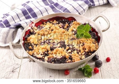 crumble berry fruit- crumble of oatmeal
