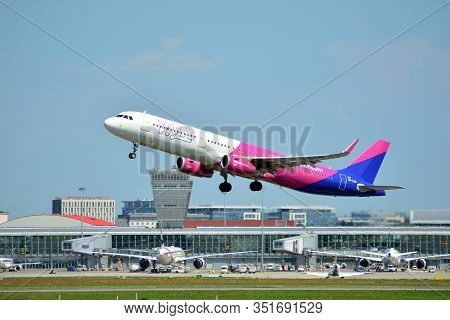 Warsaw, Poland. 24 July 2018. Airplane Ha-lxm Wizz Air Airbus A321-231(wl)  Taking Off From The Wars