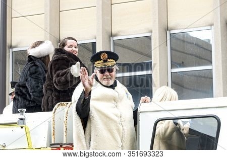 St. Paul, Mn/usa - January 25, 2020: Winter Carnival Alumnus Waves To Crowd From Motorcade During An
