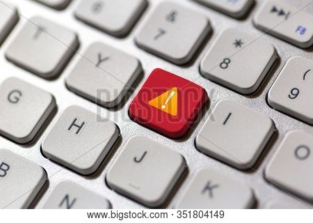 Outage Click Button On Keyboard , Digital Technology