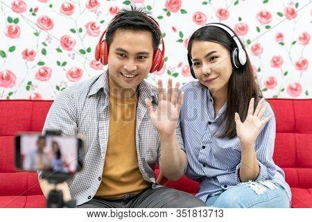Duo singer do vlog live greeting followers on social media. Using for vlog social media influencer concept.