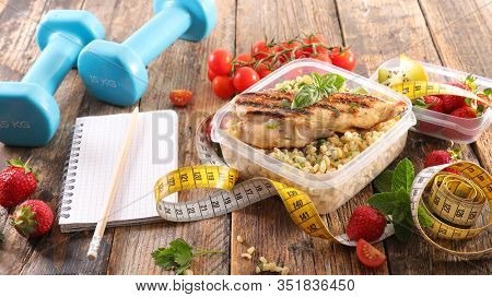 healthy lunch box- fit food concept