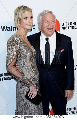 LOS ANGELES - FEB 9:  Dana Blumberg, Robert Kraft at the 28th Elton John Aids Foundation Viewing Party at the West Hollywood Park on February 9, 2020 in West Hollywood, CA