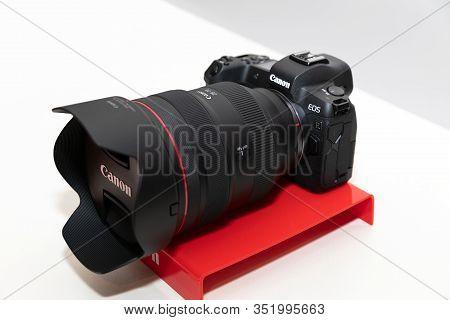 Belgrade, Serbia - February 04, 2020: New Canon Rf 28-70 F/2l Usm Lens Is Displayed On Eos R Mirrorl