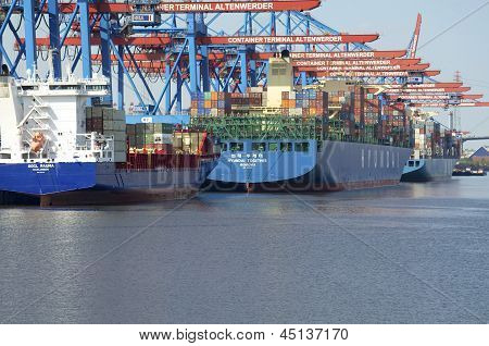 Hamburg - Containerships at the Terminal