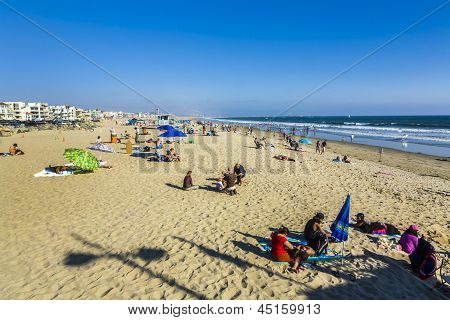 People Enjoy The Beach In Redondo Beach