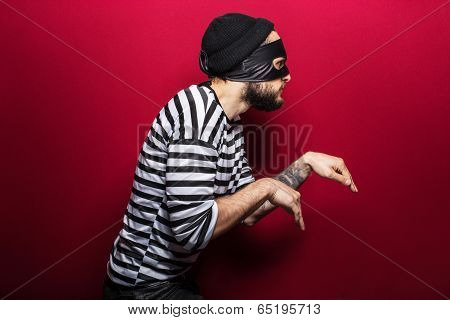 A thief with mask slinking