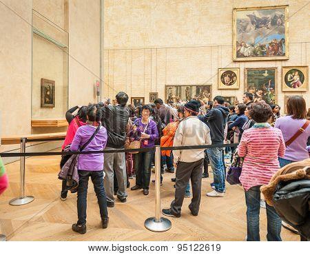 isitors take photo around The Leonardo DaVinci's
