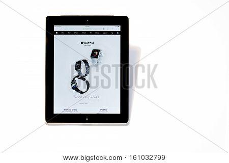 Apple Watch Series 2 Web Page Displayed On Ipad 3