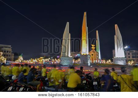 BANGKOK - december 5 :thai people and thai militaly come to ratchadamnoen road for celebrate father's day (king rama9 day) on december 5, 2014 in Bangkok, Thailand.
