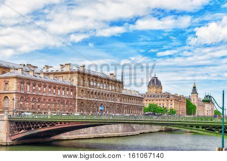 Paris, France - July 08, 2016 : Castle - Prison Concierges And Exchange Bridge On The Seine In Paris