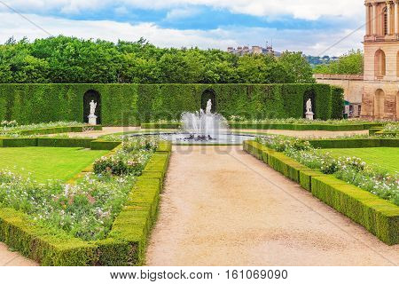 Versailles, France - July 02, 2016 : Fountain Near The Flower Bed In A Famous Gardens Of Versailles