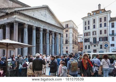 Many People Near Pantheon Building In Rome