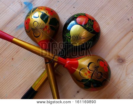 Spoon.Khokhloma-an ancient Russian folk craft, born in the XVII century in the district of Nizhny Novgorod.Traditional elements Khokhloma-red juicy berries of mountain ash and wild strawberries