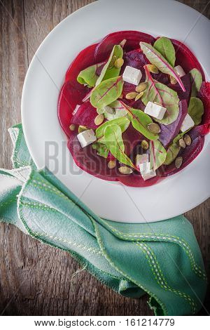 Salad with beetroot, goat cheese and chard.