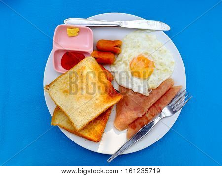 Fried egg and bread Breakfast is valuable