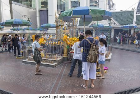 BANGKOKTHAILAND - NOV 26 : group of tourist worship to Erawan shrine at Ratchaprasong Junction on november 26 2016 Thailand. Erawan shrine is famously sacred place in bangkok