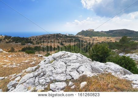 plateau AI-Petri Crimea / bright autumn day landscape mountain